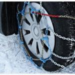 Schneeketten Auto Winterurlaub